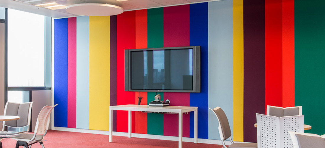 coloured fabric wall panels in uci2i demo room